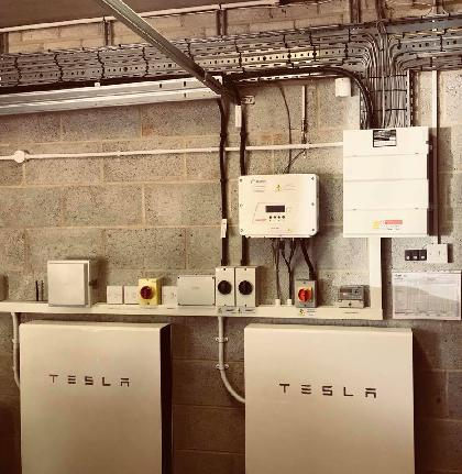 Consumer unit, with tray fitted with 2 Tesla power walls